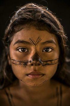 Joven de la tribu Munduruku, Brasil.