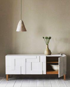 #cabinet #furniture #furnituredesign #design #wood #detail #mobilyadekorasyon #mobilyatasarim #mobilya #tasarim #uretim #imalat #ozelsiparis #ozelsiparisalinir #siparisalinir #interiordesign #follow #modern #minimal #modernmobilya #veneer #dolap #drawer #dolap #cekmece #cekmeceduzeni #dekorasyon #dekor #dekorasyonfikirleri #vintage #ozelsiparis #salon by mobilya_tasarim_uretim