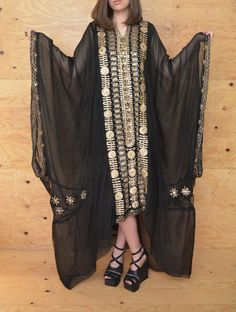 ITEM DESCRIPTION Style.... Beautiful stunning gypsy boho caftan with dramatic flair of romance that will make you feel like a wicked goddess.
