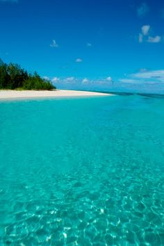 Perfect turquoise beach with crystal clear waters Beautiful Islands, Beautiful Beaches, Beautiful World, Surf, Mauritius Island, Mauritius Honeymoon, Paradis Tropical, I Love The Beach, Historical Sites