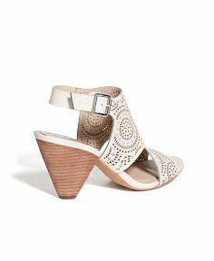 Women's Sandals - Seychelles, Steve Madden, & More | South Moon Under