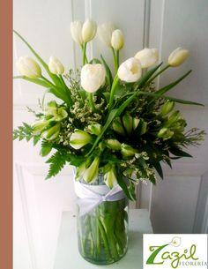 Envio de flores y regalos en Cancún.  www.floreriazazil.com ventas@floreriazazil.com #floreriasencancun #cancunflorist #tulips