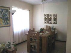 Casa en venta en Cd. Juárez, Quintas del Valle II, 130m2 de superficie, 82m2 de construcción, dos niveles, 3 recamaras, 1.5 baños, cocina con cocina integral, sala, comedor, cochera para 2 autos, equipada con boiler, 5 ventiladores y rejas. Ref. A1130-00057  http://www.alfamexico.com/index.php/Page,InmuebleView/RecordId,70110ad8-f374-a93c-b54e-cf1e6ce12579