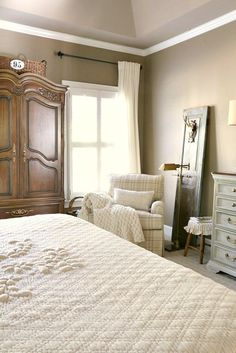 Guest bedroom Savvy Southern Style : French Country Master Bedroom Refresh Bedwetting - When to Worr French Cottage, French Country House, French Farmhouse, French Country Decorating, Country Master Bedroom, French Country Bedrooms, Country Bathrooms, Country Kitchen, Home Design