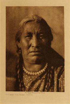 Edward S. Curtis's The North American Indian - volume 5 facing: page 18 Scattered Corn Woman - Mandan Native American Beauty, Native American Photos, Native American Tribes, Native American History, Sioux, Indian Pictures, Indian Tribes, First Nations, Edward Curtis