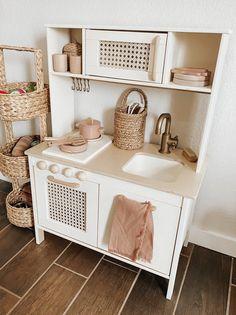 Ikea Kids Kitchen, Toddler Kitchen, Diy Play Kitchen, Kitchen Reno, Ikea Childrens Kitchen, Ikea Toys, Toy Rooms, Big Girl Rooms, Playroom Decor