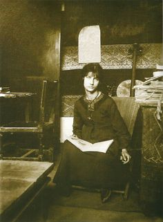 Jeanne Hebuterne modeled for Foujita before becoming muse and mate of Amedeo Modigliani. After his death in January of she ended her own brief life that same month. Amedeo Modigliani, Pablo Picasso, Artist Art, Artist At Work, Jean Michel Basquiat, Artists And Models, Italian Painters, Andy Warhol, Famous Artists