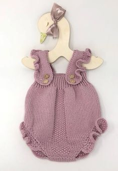 Baby Girl Knitted Romper with ruffles, Boho Baby Romper, Baby Girl Clothes, Newborn props This Hand knit Baby Girl Romper with ruffles is a very versatile and timeless piece, perfect to coordinate … Knitted Baby Clothes, Knitted Romper, Baby Knits, Baby Knitting Patterns, Hand Knitting, Knitting Baby Girl, Newborn Outfits, Girl Outfits, Diy Newborn Clothes