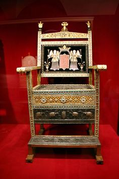 May Nicholas II was officially crowned the Tsar of Russia. He sat on the century diamond throne of Tsar Alexis covered w/ 870 diamonds in addition to many other jewels.-but seriously how would you like all those diamonds scratching your ass? Royal Jewels, Crown Jewels, World History Facts, Tsar Nicholas Ii, Historical Artifacts, Imperial Russia, Family Album, Faberge Eggs, Royals