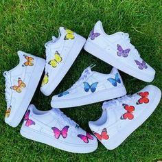Custom Nike Shoes with beautiful colorful butterflies handmade with love! All Nike Shoes are authentic and brand new with tags ✔️ we sell many more custom shoes on our website. Click the link below 👇🏻Informations About Butterfly Nike Shoes 🦋 All Nike Shoes, Nike Shoes Air Force, White Nike Shoes, Hype Shoes, Nike Summer Shoes, Nike Custom Shoes, Custom Painted Shoes, Adidas Shoes, Running Shoes