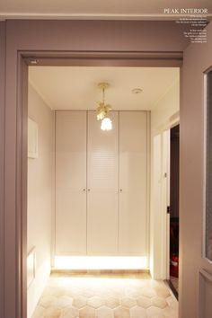 대전아파트인테리어, 대전아파트리모델링 피크인테리어의 비래동 '한신휴플러스아파트' 완공사진이에요. : 네이버 블로그 Remodeling, Garage Doors, Outdoor Decor, Home Decor, Decoration Home, Room Decor, Home Interior Design, Carriage Doors, Home Decoration