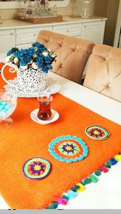 Crochet Table Mat, Diy Pillows, Table Covers, Doilies, Needlework, 3 D, Diy And Crafts, Ramadan, Kids Rugs