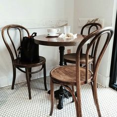 21 ideas vintage cafe table breakfast nooks for 2019 Bistro Design, Bistro Kitchen, Café Bistro, Bistro Restaurant, Cafe Tables, Wood Tables, Bistro Tables, French Bistro Chairs, French Dining Chairs