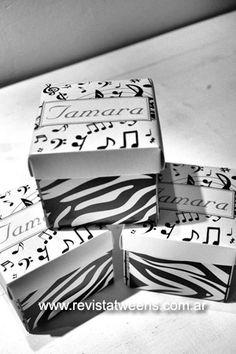 Tarjeta de 15 años caja tematica musica