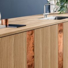 The Reform kitchen hack created by Henning Larsen Architects is simple and inspired by a classic carpentry-kitchen.