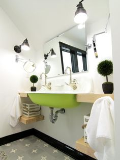 17 Clever Ideas for Small Baths : Home Improvement : DIY Network