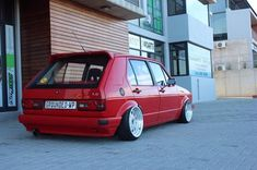 Modifying your first car can be daunting, maybe you don't know what car to even chose. Check out the link below to help give you ideas and inspiration into your next project. Volkswagen Golf Mk1, Vw Mk1, My Dream Car, Dream Cars, Mk1 Caddy, Clio Sport, Slammed Cars, Golf Mk2, Best Track