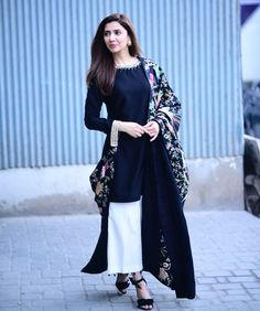Mahira Khan looking like a vision as always. Picture from her movie promotions for . Anyone watched the movie? Pakistani Dresses Casual, Pakistani Dress Design, Indian Dresses, Indian Outfits, Kurta Designs, Mahira Khan Dresses, Shadi Dresses, Eastern Dresses, Desi Wear