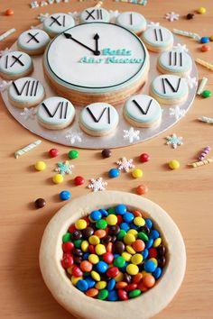 Tic-tac... Tic-tac... Tic-tac...   Contamos las horas para recibir el nuevo año. Y qué mejor que celebrarlo con unas galletas decoradas......