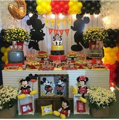 Mickey E Minnie Mouse, Theme Mickey, Bolo Mickey, Fiesta Mickey Mouse, Mickey Cakes, Mickey Mouse Clubhouse Birthday, Mickey Party, Mickey Mouse Birthday, Mickey House