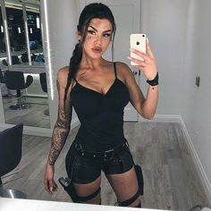 21 Easy and Sexy Halloween Costumes for Your Inspiration; Halloween costumes for teens; Halloween costumes for girls; Halloween costumes for women. Source by outfit ideas Costume Halloween, Couples Halloween, Halloween Costumes For Teens, Halloween Looks, Girl Costumes, Sexy Couples Costumes, Halloween 2018, Halloween Inspo, Sexy Diy Costumes