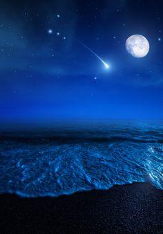 New Wonderful Photos: Galaxies Over Beach