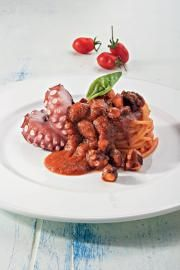 spaghetti e polpo Seafood Pasta, Seafood Dishes, Fish And Seafood, Kitchen Recipes, Gourmet Recipes, Cooking Recipes, I Chef, Gourmet Cooking, How To Cook Fish