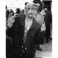 Rise and Shine! It's #TupacTuesday #hiphoplegend #welcometodeathrow #tupac #2pac @deathrow_dayz @_deathrowdayz @officialtruthabouttupac #westcoast #thuglife #rap #hiphop #blackandwhite