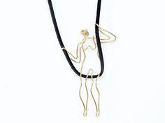 """série de colares """"mini vidas"""" feitos em latão. Artista: Natália Scromov / Estúdio da Torre - São Paulo, Brasil. // """"small beings necklaces"""" made in brass wire."""