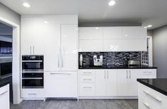 Black & white kitchen Cabinet Making, Kitchen Cabinets, Black And White, Modern, Home Decor, Style, Architecture, House, Woodworking
