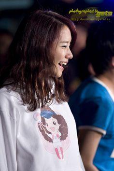 SNSD YoonA Yoona Snsd, Kpop Girls, Korea, Smiley, Face, Fashion, Moda, La Mode, South Korea
