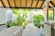Great Interior Design to Enjoy the Earth Paradise in Velassaru: The White Bathtub With Mirror Of Velassaru Resort