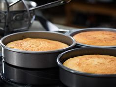 From material to dimensions, here are the most important factors to consider when choosing a cake pan at home.