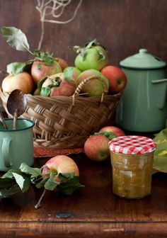 Apple Harvest Time ~ Basket of Ripe Apples, Jar of Chutney & Enamel Pots . Country Kitchen, Country Life, Country Living, Country Farmhouse, Country Cooking, Tomato Chutney, Apple Chutney, Harvest Time, Apple Harvest