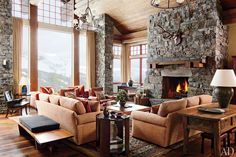 A Rustic Yet Modern Montana Ski House by Michael S. Smith : Architectural Digest Color palette is refreshing. Cozy Fireplace, Living Room With Fireplace, Living Room Decor, Fireplace Ideas, Architectural Digest, Sala Vintage, Cozy Living Spaces, Living Area, Design Furniture