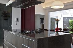 Banhada pela luz. Veja: http://www.casadevalentina.com.br/projetos/detalhes/banhada-pela-luz--667 #decor #decoracao #interior #design #casa #home #house #idea #ideia #detalhes #details #style #estilo #casadevalentina #kitchen #cozinha