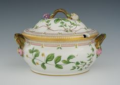 Soup tureen with cover in Flora Danica pattern, Denmark, 20th Cent.