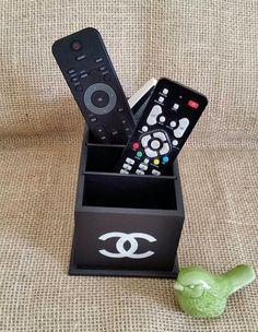 Arte lá em casa: Porta Controle Remoto - Chanel 5