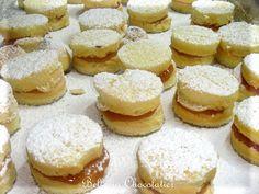 Bem-Casados : Brazilian wedding favors Sister Wedding, Wedding Day, Brazilian Wedding, Gold Bridesmaid Dresses, Hollywood Wedding, Cute Desserts, Big Project, Mardi Gras, Sweet Dreams