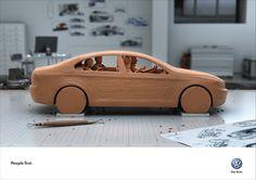 Case: Clay フォルクスワーゲンがフランスのパリで実施したプリント広告。  同社の「自動車を生み出す姿勢・ポリシー」を訴求するために作られたクリエイティブがこちらです。   新車の