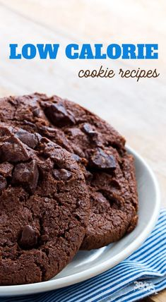 When you're on a low-calorie diet, cookies may be the last thing on your mind. But did you know you can make low calorie cookies that are delicious??? #lowcaloriedesserts #cookierecipe #lowcal Low Calorie Sweets, Low Calorie Cookies, No Calorie Foods, Healthy Cookies, Low Calorie Recipes, Healthy Dessert Recipes, Healthy Baking, Easy Desserts, Low Calorie Baking