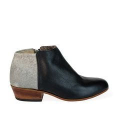 The dos tonos two-tone black and speckled grey leather, is the perfect combination for this expressive ankle boot. Zips up inside. *Genuine leather outside *Textile/leather inside *Leather sole