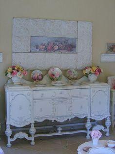 I love the tin frame and shabby roses...