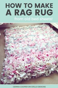How To Make A DIY Rag Rug - Using Old Bedding Learn how to make an easy no sew rag rug / grillo designs www. Cheap Diy Home Decor, Diy Home Decor Projects, Art Projects, Crafts To Make, Fun Crafts, Creative Crafts, Fabric Crafts, Sewing Crafts, Sewing Tips