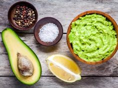 Guacamole is a Mexican food made of avocado as the basic materials.Lets Learn how to make delicious and healthy homemade guacamole with easy ingredients ! Vegan Avocado Recipes, Guacamole Recipe Easy, Homemade Guacamole, Healthy Dinner Recipes, Healthy Snacks, Healthy Fats, Fresh Guacamole, Holy Guacamole, How To Ripen Avocados
