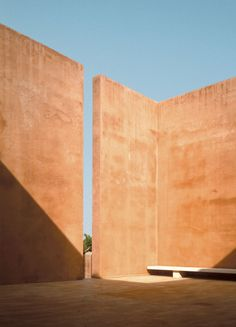"""Neuendorf House Mallorca, Spain 1987 – 1989 by John Pawson. """"This vacation house for a German art dealer is set in an almond grove on the island of Mallorca, with views of sea and mountains. Architecture Design, Minimalist Architecture, Landscape Architecture, Amazing Architecture, Exterior Design, Interior And Exterior, John Pawson, Rammed Earth, Brutalist"""