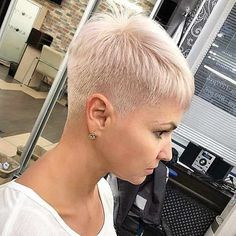 Today we have the most stylish 86 Cute Short Pixie Haircuts. We claim that you have never seen such elegant and eye-catching short hairstyles before. Pixie haircut, of course, offers a lot of options for the hair of the ladies'… Continue Reading → Really Short Hair, Super Short Hair, Short Thin Hair, Short Grey Hair, Short Blonde, Short Hair Cuts For Women, Short Hair Styles, Ash Blonde, Long Hair