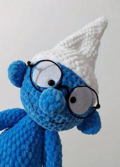 Háčkovaný šmolko mudroš, - 35 € od predávajúcej peta_tvorimslaskou | Bazár - Modrý koník Crochet Toys, Smurfs, Peta, Character, Maps, Lettering