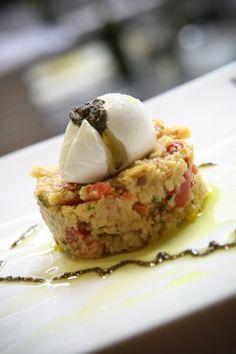 Panzanella delicata, con ciliegina di bufala campana DOP e tartufo nero in riduzzione.