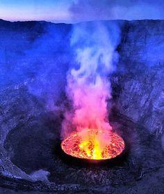 Mount Nyiragongo volcano Democratic Republic of Congo Mount Nyiragongo, Volcan Eruption, Erupting Volcano, Lava Flow, Active Volcano, Photos Voyages, Belleza Natural, Great Pictures, Congo